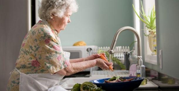 Préparation des repas personnes âgées aide à domicile - Proxidom Services